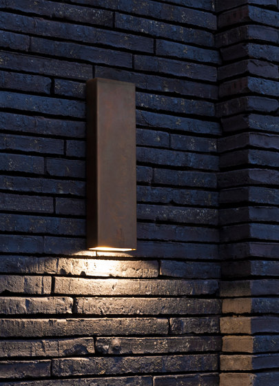 SIMPLY PILLAR down Wall large Brass LED di PVD Concept | Lampade outdoor parete