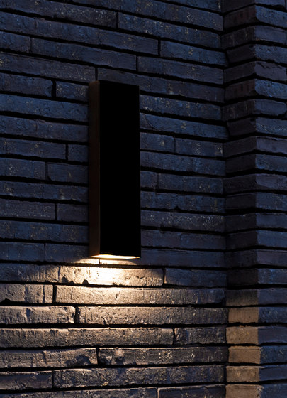 SIMPLY PILLAR down Wall large Black LED di PVD Concept | Lampade outdoor parete
