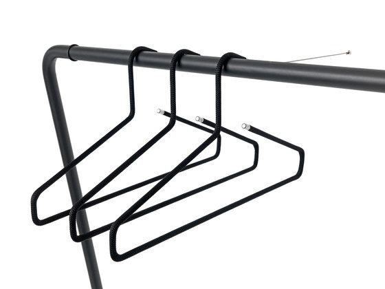 CURVE Wall-mounted rack by Schönbuch | Built-in wardrobes
