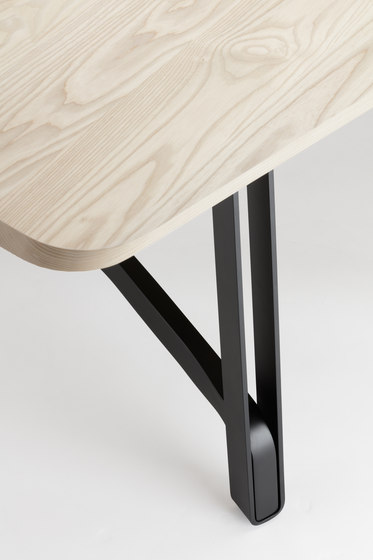 S 1092 by Thonet | Dining tables