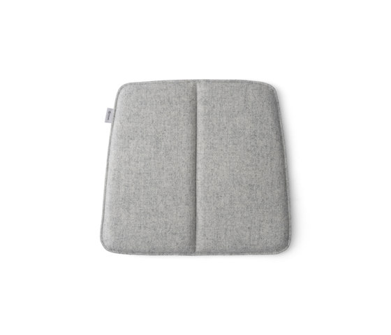 WM String Cushion | Indoor/Dining Light Grey de MENU | Cojines para sentarse