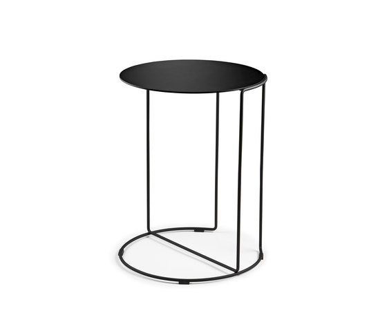 Oki occasional table matt de Walter K. | Tables d'appoint