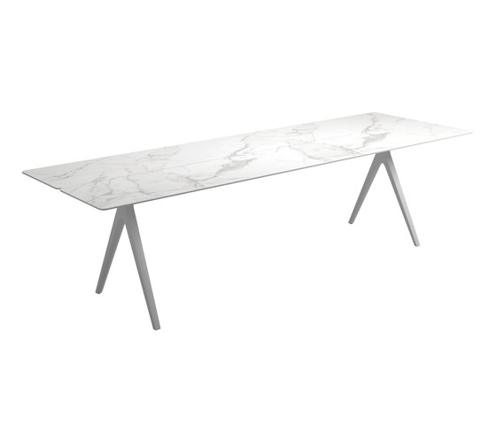 Split Large Table by Gloster Furniture GmbH   Dining tables