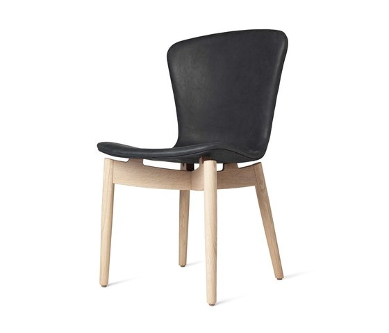Shell Dining Chair - Dunes Anthrazit - Mat Lacquered Oak von Mater | Stühle