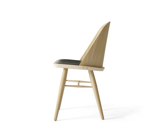 Synnes Chair   Natural Oak/Grey Brown di MENU   Sedie