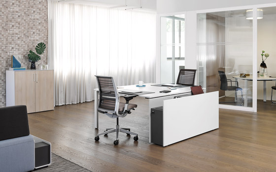 FrameFour by Steelcase | Desking systems
