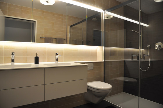 vitessa mit WC-Front geplättelt by talsee | Wall cabinets