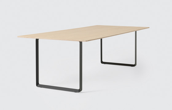 70/70 Dining Table | extra large by Muuto | Dining tables