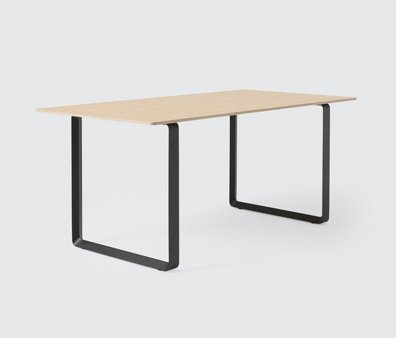 70/70 Dining Table | small de Muuto | Tables de cafétéria