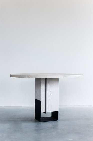 Kitale – Dining table small round by Van Rossum | Dining tables