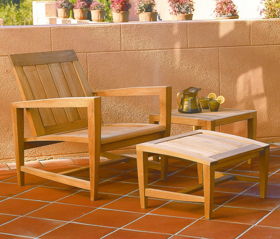 Amalfi Club Chair + Ottoman de Kingsley Bate   Sillones