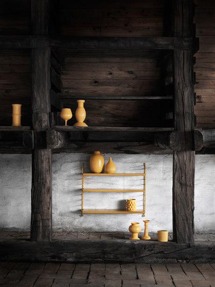 string pocket mustard de string furniture | Estantería
