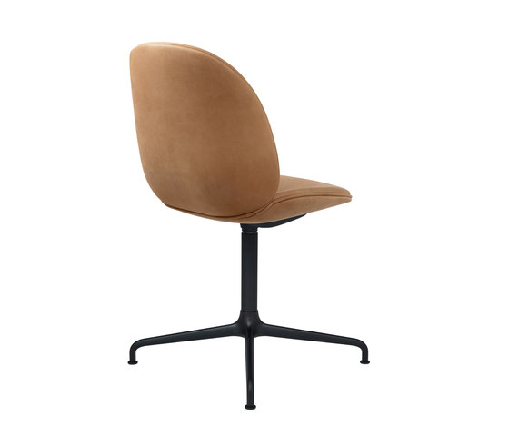 Beetle Chair – casted swivel base di GUBI | Sedie