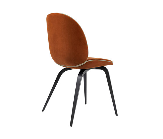 Beetle Chair – wood base di GUBI | Sedie visitatori