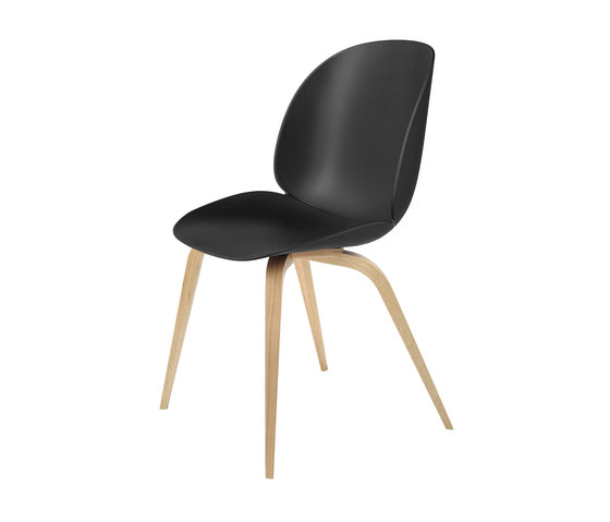 Beetle Chair – wood base de GUBI | Sillas