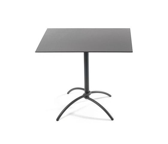 Taku bistro table di Fischer Möbel | Tavoli bistrò