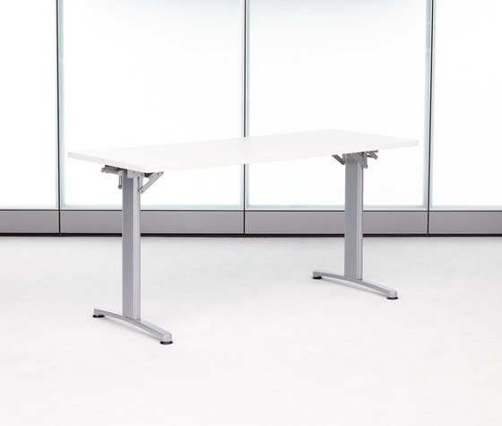 Expansion Training by Teknion   Contract tables