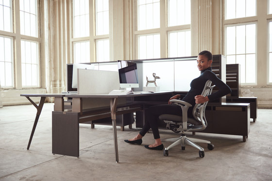 upStage by Teknion | Desks