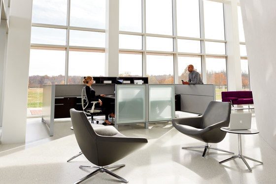 District by Teknion   Table dividers
