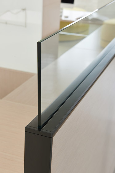 District by Teknion | Table dividers