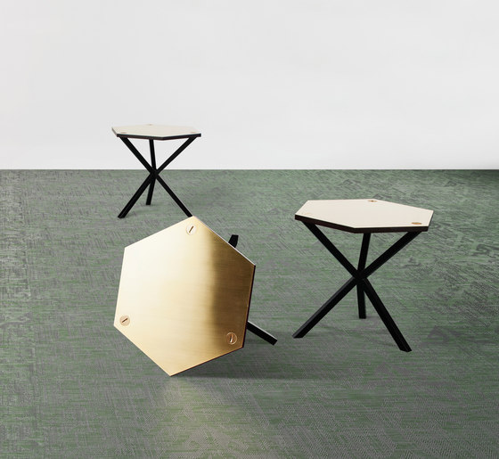 NEB Hexagonal Side Table de No Early Birds | Mesas auxiliares