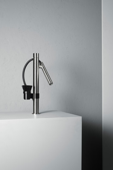 Mop | Stainless steel Kitchen sink mixer with swivel and detachable spout by Quadro | Kitchen taps