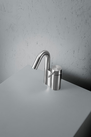 Ottavo | Stainless steel Deck mounted mixer by Quadro | Wash basin taps