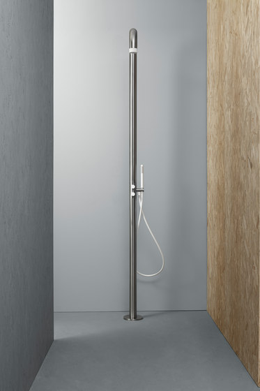Shower | Stainless steel Outdoor shower column by Quadro | Outdoor showers