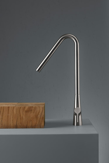 Volcano | Stainless steel Deck mounted mixer by Quadrodesign | Wash basin taps
