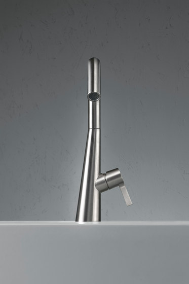Volcano | Deck mounted mixer by Quadro | Wash basin taps