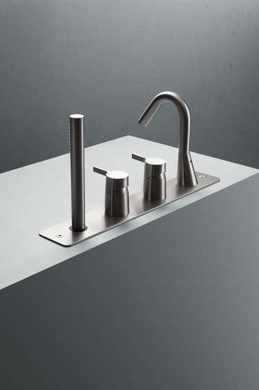 Volcano | Stainless steel Rim mounted set with spout and hand shower by Quadrodesign | Bath taps