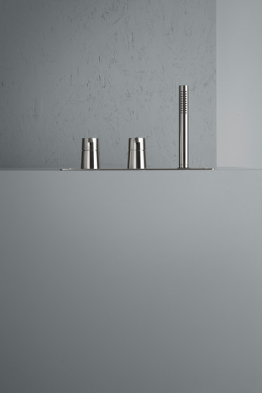 Volcano | Stainless steel Rim mounted set with hand shower by Quadro | Bath taps