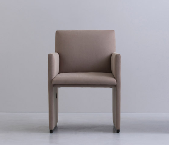 SLED | chair de INTERIORS inc. | Sillas