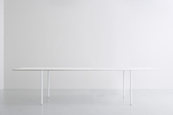 TEE | table by INTERIORS inc. | Individual desks