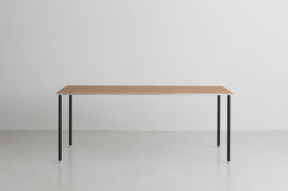 TEE | table de By interiors inc. | Bureaux