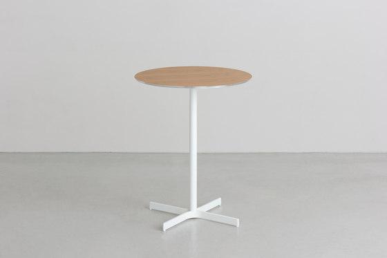 XT | table de By interiors inc. | Tables de bistrot