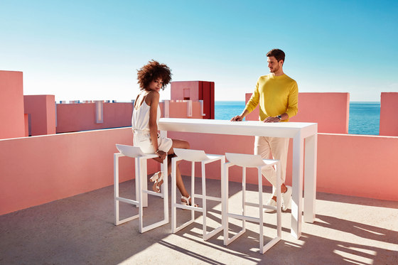 Frame table by Vondom | Standing tables