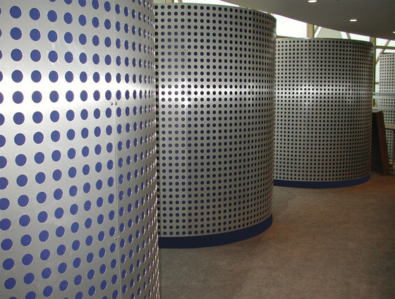 Perforated Metal Custom Divider in Classic Collection Clear de Moz Designs | Paneles metálicos