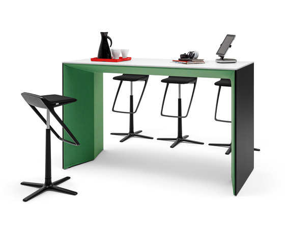 Winea Plus | Panelleg tabel by WINI Büromöbel | Desking systems