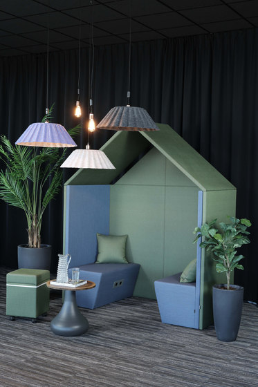 The Hut | Half a Hut Sofa de Götessons | Box de bureau