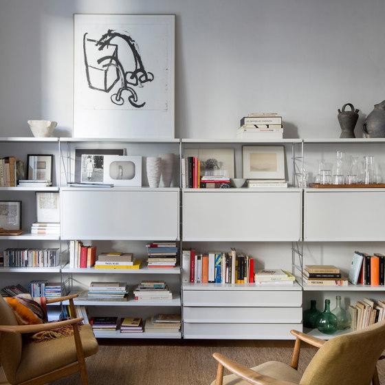 TRIA 36 living room von Mobles 114   Regale