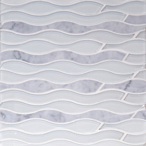 The Tile District | Aqualina-Wave in Carrara Marble and Super White Glass di Tango Tile | Mosaici vetro