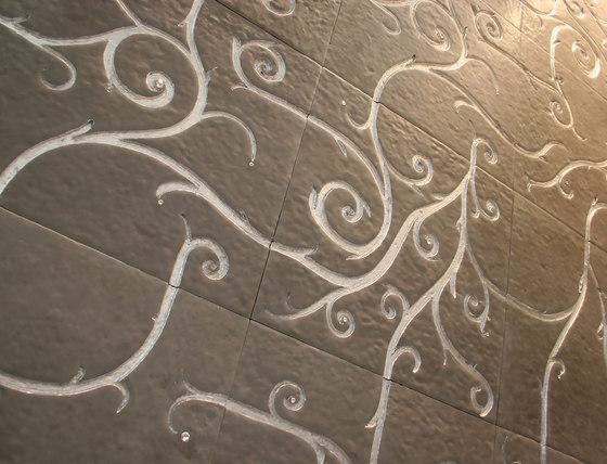 Flamboyant | Marble Tile in light grey de Tango Tile | Dalles matières minérales