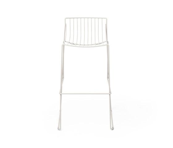 Tio Bar Stool 75 by Massproductions   Bar stools
