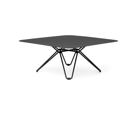 Tio Low Table 85 di Massproductions | Tavoli bassi da giardino