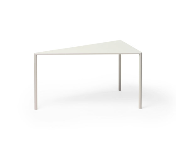 Point 30° Small Table by Massproductions | Side tables