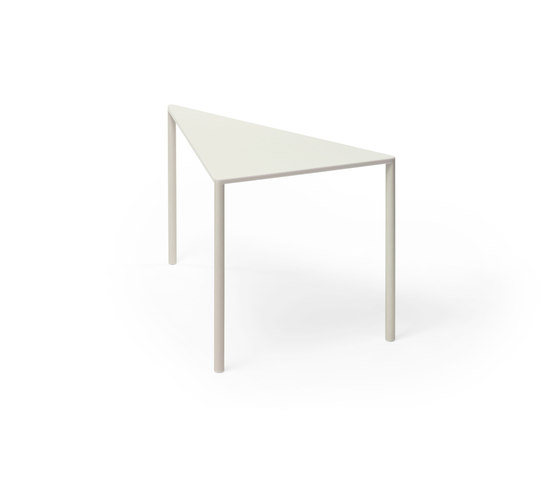 Point 30° Small Table by Massproductions | Coffee tables