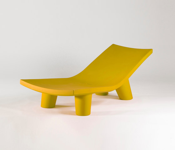 Low Lita Lounge by Slide | Chaise longues