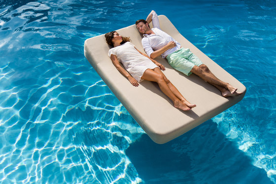 Jackie | floating lounger twin extra soft by Mr Blue Sky | Sun loungers