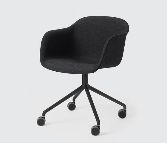 Fiber Armchair | swivel base with wheels de Muuto | Chaises de travail